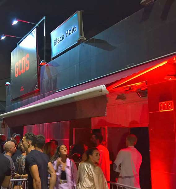 Black Hole Milano | Discoteche e night club a Milano per feste e musica dal vivo | Discoteca Milano sfondo servizi storia di Black Hole Milano