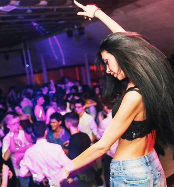 Black Hole Milano | Discoteche e night club a Milano per feste e musica dal vivo | Discoteca Milano chi siamo Black Hole Milano